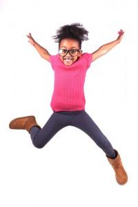 Mädchen_springend_freigestellt_2